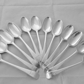 Very nice set 12 crested George III silver dessert spoons London 1771 William Sumner