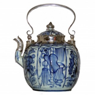 Ming Blue and White Kraak Wine Pot