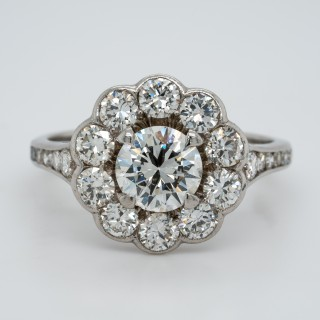 Lovely diamond cluster ring with a certificated diamond in the centre