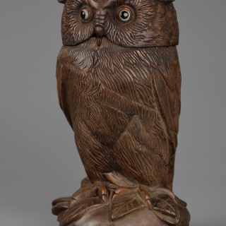 Finely carved 19thc Black Forest linden wood storage jar in the form of an owl