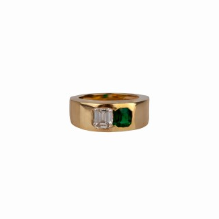 Ga emerald and baguette diamond ring a different design but really nice quality