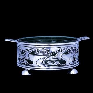 A Kate Harris for William Hutton & Sons art nouvea silver dish