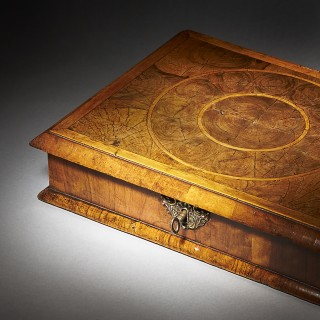 A Fine Late 17th Century Olive Oyster 'Lace Box' of Small Proportions. Circa 1680-1690 England.