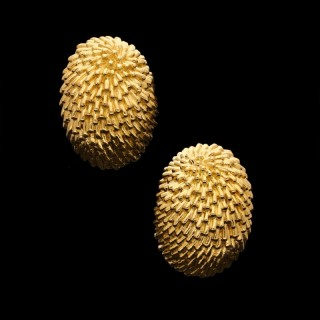 Van Cleef & Arpels - Stylish 'Hedgehog' Ear Clips of Domed Oval Shape in 18ct Gold c.1960's