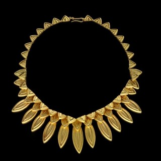 18 carat Yellow Gold Fringe-style Necklace of graduated stylised Leaf motif design by Ilias Lalaounis c.1980