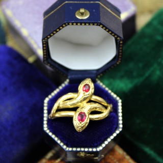 A very fine Doubled Snake Ring set in 18ct Yellow Gold, French, Circa 1890