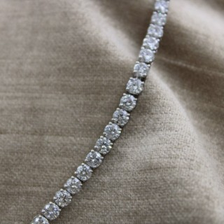 A very fine 10.04ct Diamond Line Bracelet mounted in 18ct White Gold, Pre-owened