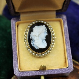 A very fine Hardstone & Natural Pearl Cameo Brooch in 15ct Yellow Gold, Circa 1870-1880.