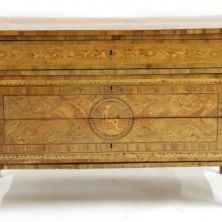 AN 18TH CENTURY MARQUETRY COMMODE IN THE MANNER OF MAGILIONI ITALY C 1780