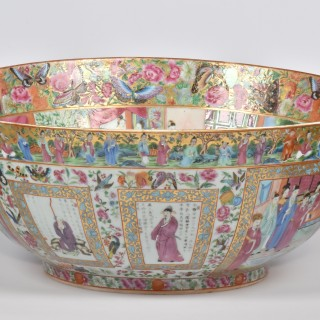 A Large and Fine 'Mandarin Palette' Porcelain Punch Bowl, Qing dynasty, Jiaqing period 1796 - 1820