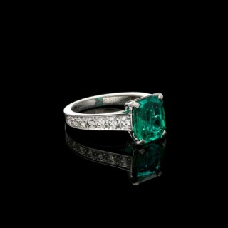 Beautiful 2.59ct Colombian Emerald & Diamond Platinum Solitaire Ring by Cartier