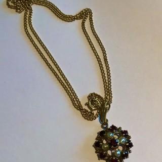 Garnet and pearl Pendant