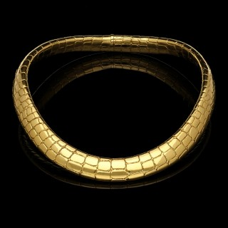 An 18ct Gold Collar Necklace With Alligator Skin Pattern by Tiffany c.1970s