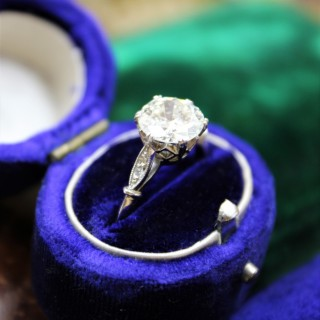 A very fine 1.80ct Diamond Solitaire Ring set in Platinum, English, Circa 1920-1930