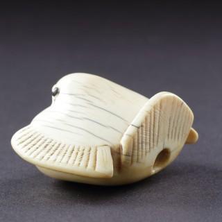 A Japanese Kyoto School Ivory Netsuke of 'Fukura Suzume' a Stylised Sparrow