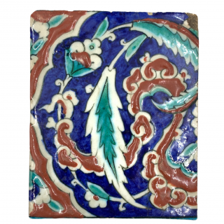 A FINE IZNIK POTTERY TILE, OTTOMAN TURKEY, 16TH CENTURY