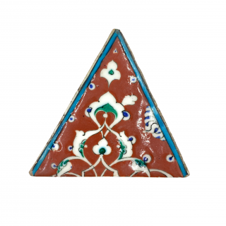 Iznik pottery tile in triangular form, Turkey, late 16th century