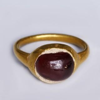 Roman Gold Finger Ring with Garnet