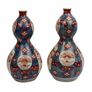 A PAIR OF XIX CENTURY IMARI DOUBLE GOURD VASES