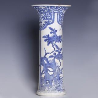 Large Chinese Kangxi Blue and White Vase