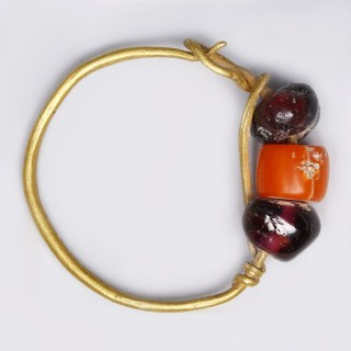 Ancient Roman Single Gold Earring with Garnet and Hardstone Beads