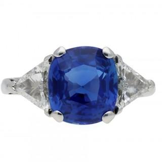 Vintage Ceylon sapphire and diamond ring, circa 1970.