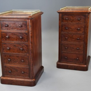 Superb pair of mid 19th century mahogany bedside chests in the style of Gillows