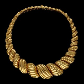 Wonderfully Bold 18ct Gold Scroll Necklace by Van Cleef & Arpels circa 1970s