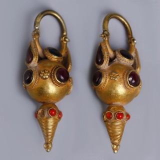 Parthian Gold Earrings with Garnet and Hardstone