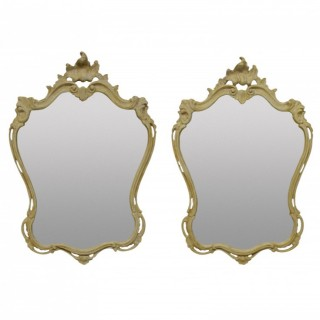 A PAIR OF ITALIAN CARTOUCHE MIRRORS IN GESSO