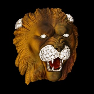 Finely Carved Tiger's Eye Quartz Brooch In The Form Of A Lion's Head