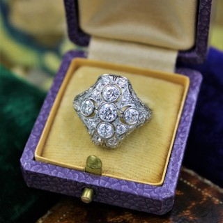A very fine Art Deco Diamond Dress Ring mounted in Platinum and 14ct Gold, Circa 1930