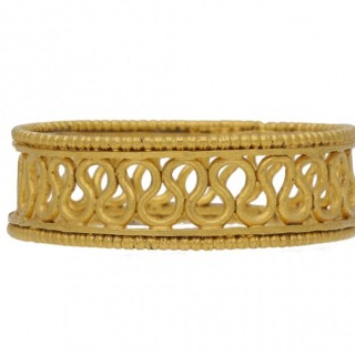 Ancient Roman decorative gold wirework ring, circa 2nd-3rd century AD.