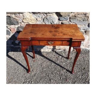 Fine 18th Cent. Walnut Cabriole Leg Tea Table
