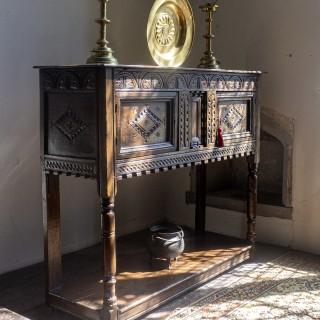CHARLES I OAK LIVERY CUPBOARD, GLOUCESTERSHIRE, ENGLAND, CIRCA 1630-1640
