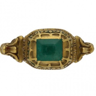 Renaissance decorative emerald set ring, circa 17th century.