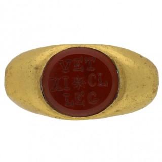 Ancient Roman gold intaglio military ring, circa 3rd century AD.
