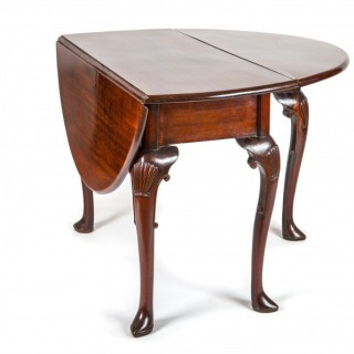 George II period Cuban mahogany drop leaf table