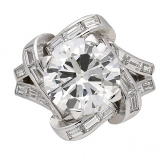 Mauboussin diamond cluster ring, French, circa 1940.
