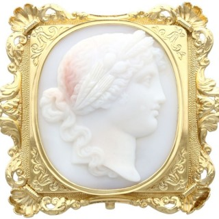 Carved Hardstone and 18 ct Yellow Gold Cameo Brooch - Antique Circa 1860