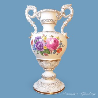 A Large Meissen Porcelain Vase (Model by Ernst August Leuteritz)
