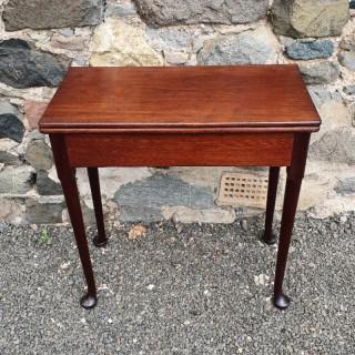 Small George 2nd Walnut Tea Table