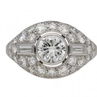 Boucheron Paris diamond cluster ring, French, circa 1950.