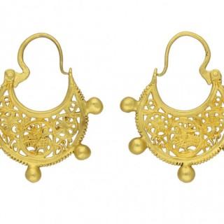 Byzantine gold earrings, circa 6th-7th century.