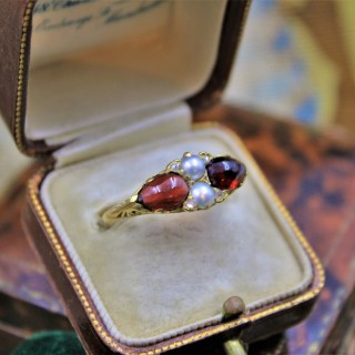A very fine Victorian Pear Shaped Red Garnets, Pearls and Diamonds Ring set in High Carat Yellow Gold, English, Circa 1870