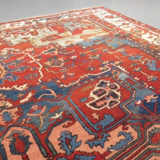 Large Serapi Heriz carpet