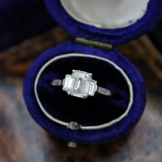 A very fine Emerald Cut Diamond Ring with Baguette Cut Shoulders set in 18ct White Gold, Pre-owned