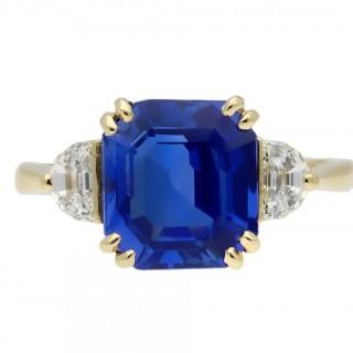 Ceylon sapphire and diamond ring, English, circa 1950.