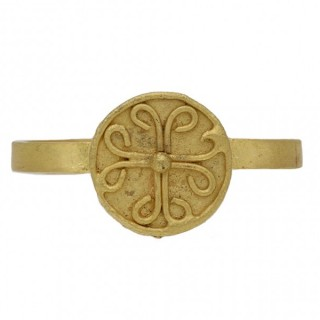 Byzantine gold ring with cross motif, circa 8th-10th century AD.