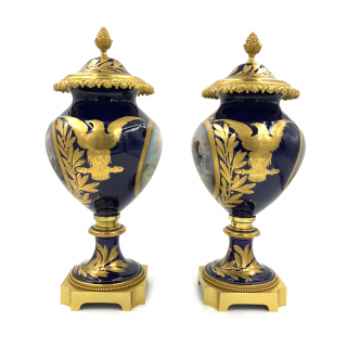 A FINE PAIR OF SEVRES STYLE NAPOLEONIC PORCELAIN VASES